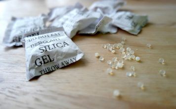 The small bags of silica gel